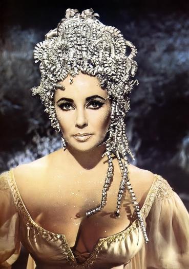 ELIZABETH TAYLOR es Cleopatra