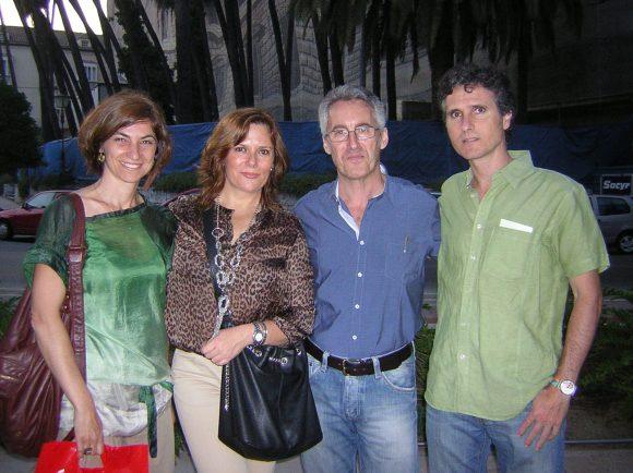 Lucy, Berry, Sergio Barce y Pedro Delgado, que también estab firmando ejemplares de sus libros Los ojos del cordero y Neguinha, la garimpeira