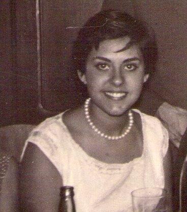 Alicia González, en la Residencia de Oficiales de Larache, en la boda de su profesora Demetria con el capitán Andrade