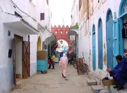 Barrià Laguebibat, cerca de la puerta. Las antiguas peluquerías  están a la izquierda de la foto.