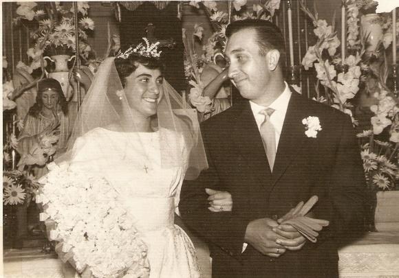 Maruchi Alfaro y Paco Rodríguez el día de su boda, 1955