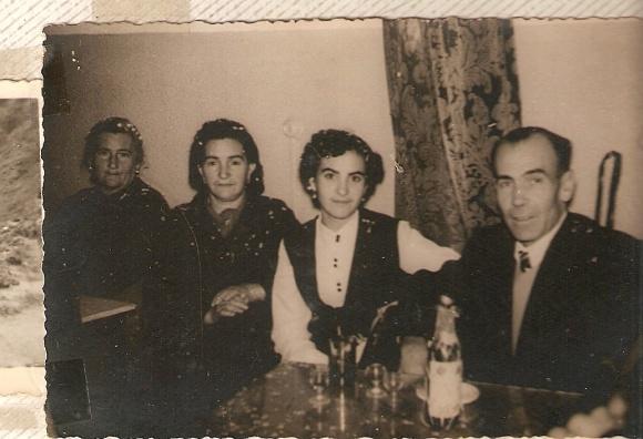 Mi abuela Maria Salud Cabeza con Maruchi Alfaro y su familia