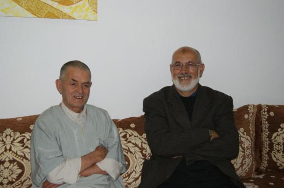 Abdelazziz, a la derecha de la imagen, junto a uno de sus primos -foto enviada por Assili-