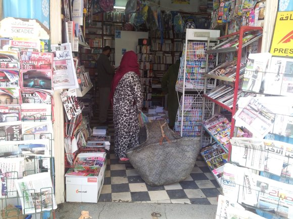 Librería Papelería AL AHRAM en la avenida Hassan II
