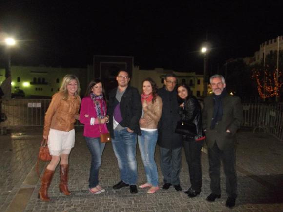 En Tetuán: Sergio Barce con los profesores Abdellatif Limami, Enrique Lomas, Nisrin Ibn Larbi y la poetisa Yolanda Adlón