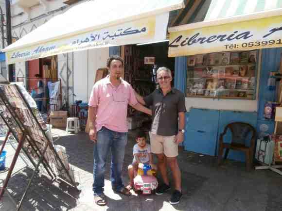 LIBRERÍA AHRAM - avenida Hassan II - Rachid y Sergio