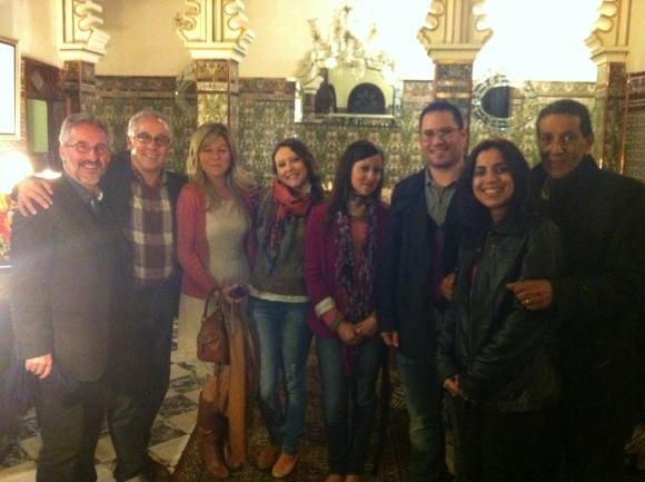 En tetuán: Sergio Barce, Abderrahman El Fathi, Yolanda Adlón, Nisrin Ibn Larbi, Nuha Ibn Larbi, Enrique Lomas, Nezha y Abdellatif Limami
