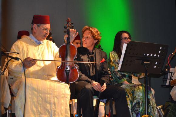 Raouya Ismaili y Juan Zarzuela cantando La Tarara