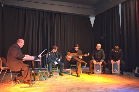 Actuando en el Luis Vives de Larache