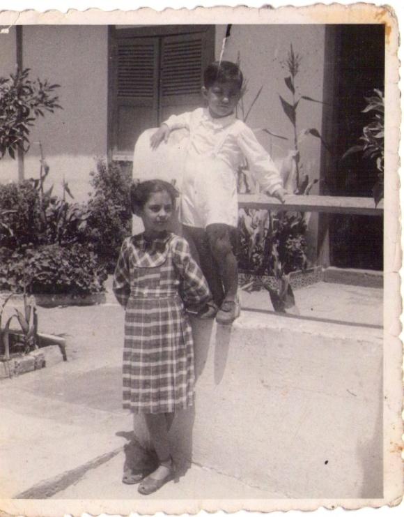 Larache, 1950- Alicia y su hermano Pedro Félix González Díaz