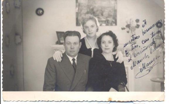 Mi abuelo Manuel Gallardo, con mi madre y mi abuela