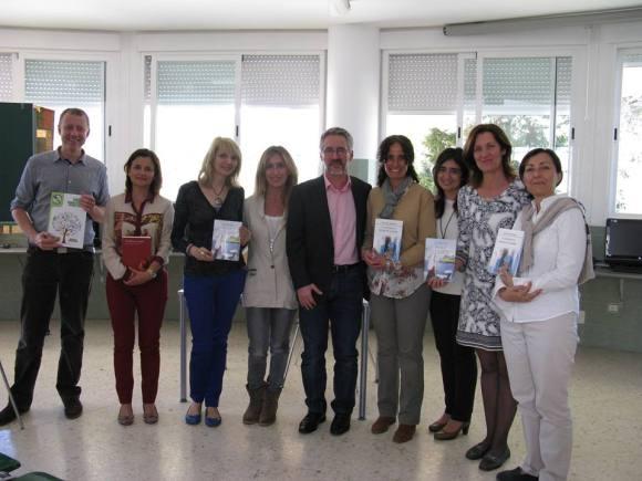 Con los profesores del Colegio Alborán. De izquierda a derecha: José Luis, que es el director del centro, Marina, Susana, Mónica, Sergio Barce, Maru, Mª Carmen, Emilia y Encarna.