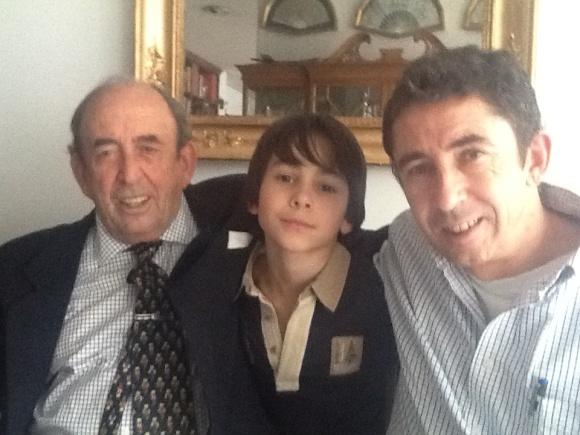 Andrés Arévalo Martínez con su hijo y su nieto (ambos también Andrés de nombre)
