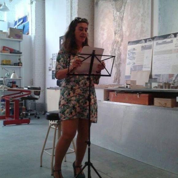 Susana Gisbert en un encuentro-lectura de la Generación BiblioCafé