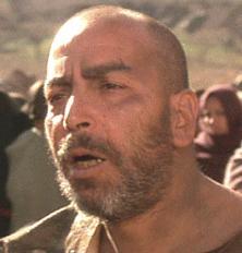 DOGHMI LARBI como Ootah, en El hombre que pudo reinar