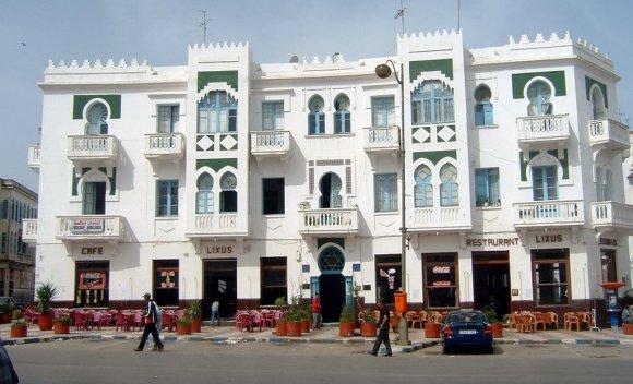 Plaza de la Liberación - Café Lixus - Larache - foto de la revista Atalayar