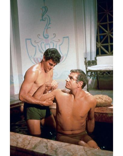 TONY CURTIS y LAURENCE OLIVIER en la escena censurada de Espartaco