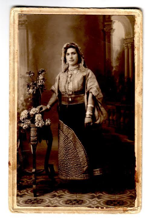 año 1930 - Larache - Esther Obadía Barcessat con el típico traje de berberisca
