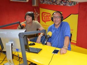 ABDELLATIF BOUZIANE presentando su exposición en Cap radio de Tánger