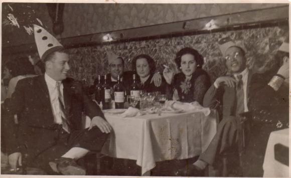 fin de año 1948 - Larache - Casino Judío. Por la izquierda, Abraham Amselem, su cuñado con Plata su mujer, Simha Amselem e Isaac Barcessat Gabay