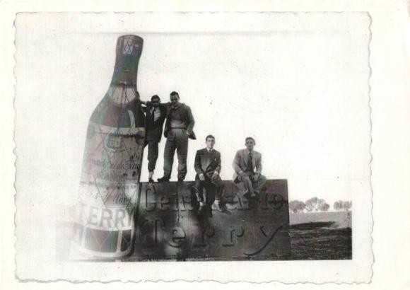Larache - publicidad de Terry - Dani Céspedes, Rafael Rodríguez, mi padre Antonio Barce y Luis Guardia
