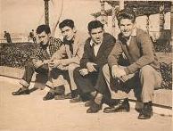 Mi tío, CHARLES BARCE (a la izquierda) con URDA y otros amigos, en el Balcón del Atlántico