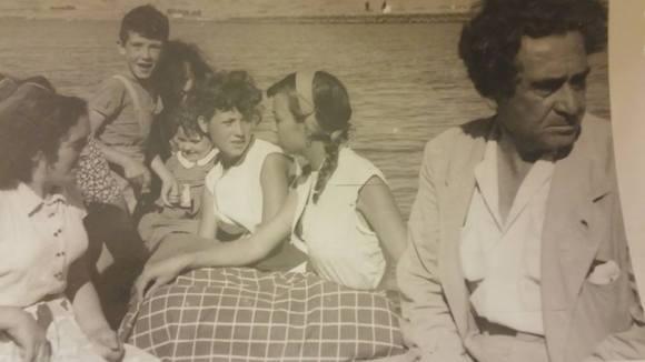 Cruzando el Lucus en barca. MARIA POVEDA GONZALEZ-TABLAS Y LA FAMILIA MORALES