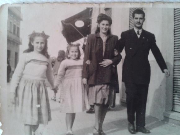 1945 Foto de mi tío Emilio Aguilera con su mujer y unos niños