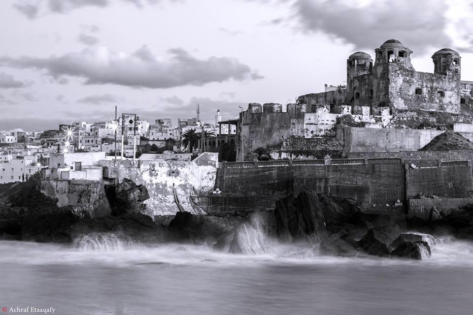 LARACHE - foto de Achraf Etaaqafy - imagen incluida en esta nueva edición del libro Paseando por el Zoco Chico. Larachensemente