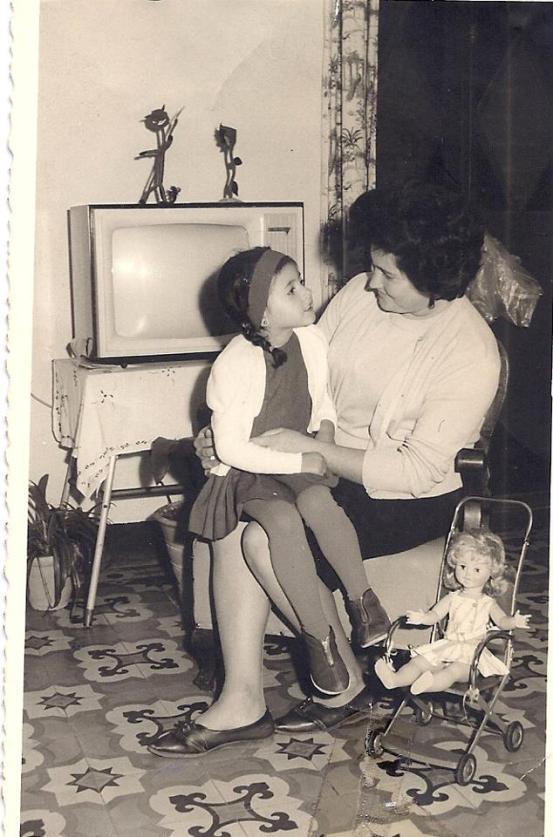 Vicky Fernández Moraga y su madre
