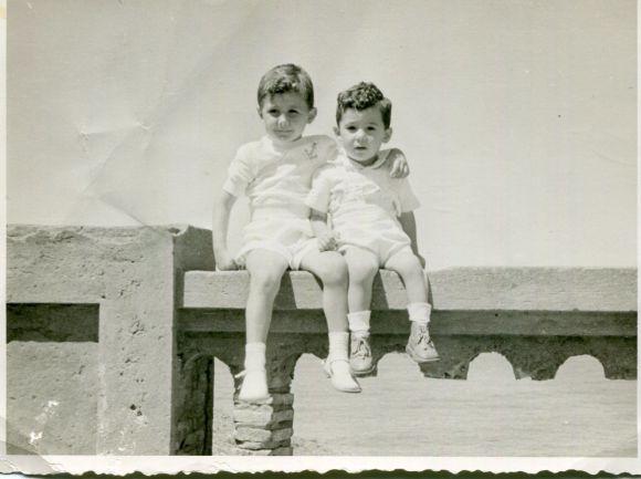 Mis primos Carlos y Jorge Barce en el Balcón del Atlántico