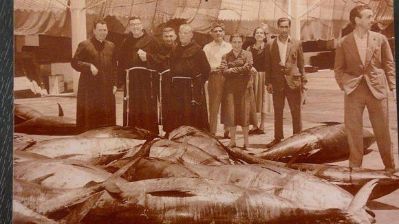 1950-55 A LA DERECHA BLANCO Y EL PADRE GERMÁN (el más alto)