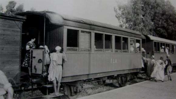 Ferrocarril-de-Larache-a-Alcazarquivir-agosto-de-1955-foto-David-Martindell-668x376 www.spanishrailway