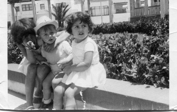 Lali, Sergio y Mari Angeles en los jardines del Balcón