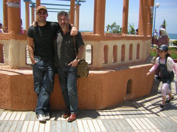 Sergio Jr y Sergio Sr en el Balcón del Atlántico de Larache