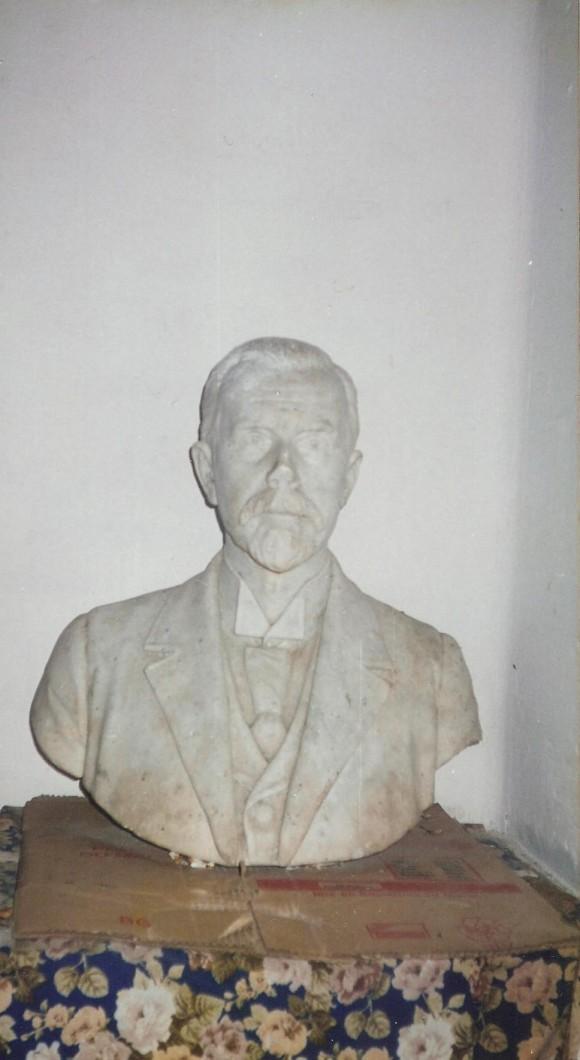busto-de-lewis-forde-ii
