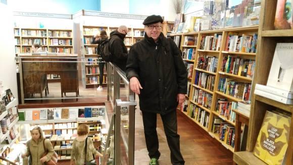 Víctor Pérez en McNally Jackson Books, Manhattan