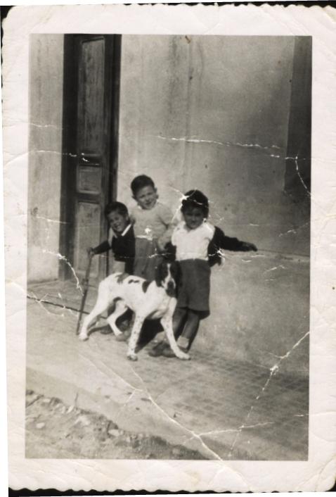 Calle Barcelona. Leın, David, el hijo del maestro y Stika