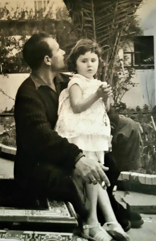 María Poveda con su padre Antonio Poveda Fuentes tomada el 7 de marzo de 1956