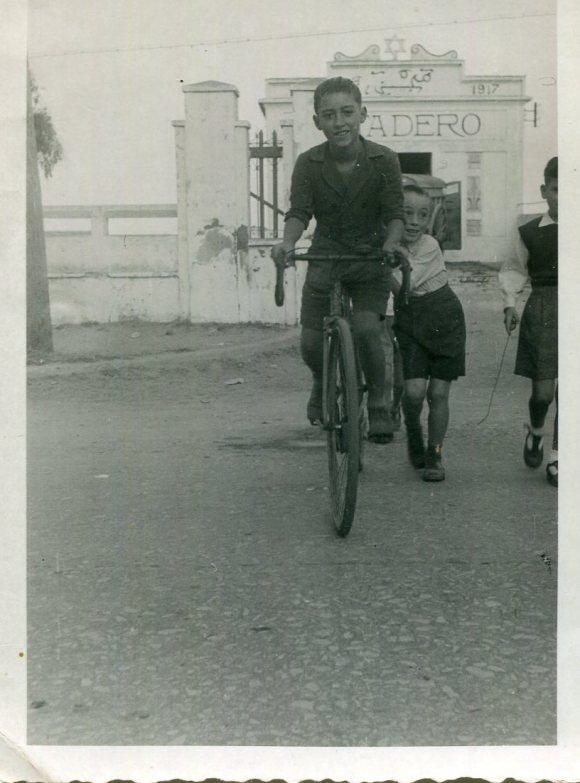 1947 Mi padre frente al Matadero
