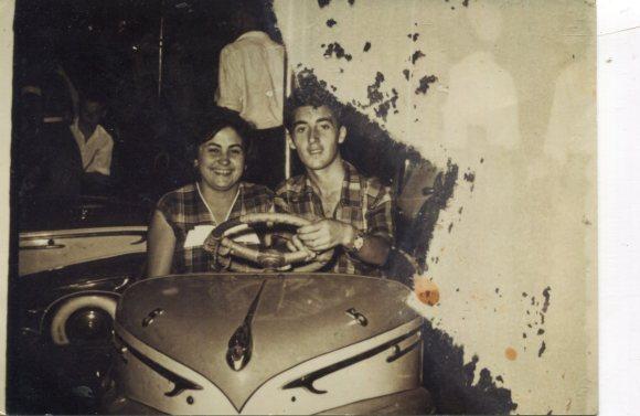 1952 Feria de Larache mi padre con su cuñada Carmen
