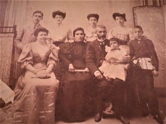 Izq mi abuelo Manuel Barce, centro mis bisabuelos, Maria Dolores Pérez Infante, de Rota, y Antonio Barce Fdez, de San Roque
