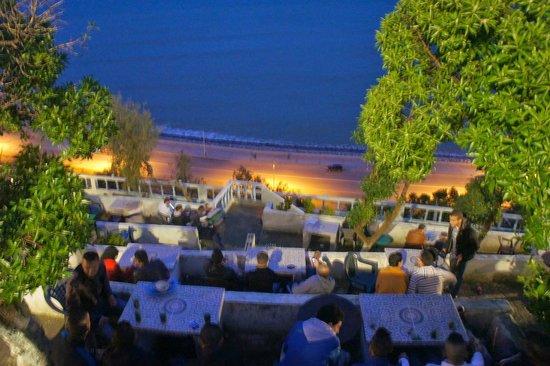 La imagen tiene un atributo ALT vacío; su nombre de archivo es cafe-hafa-terraza.jpg