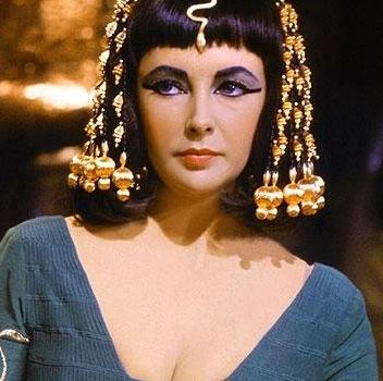 La imagen tiene un atributo ALT vacío; su nombre de archivo es elizabeth-taylor-cleopatra.jpg